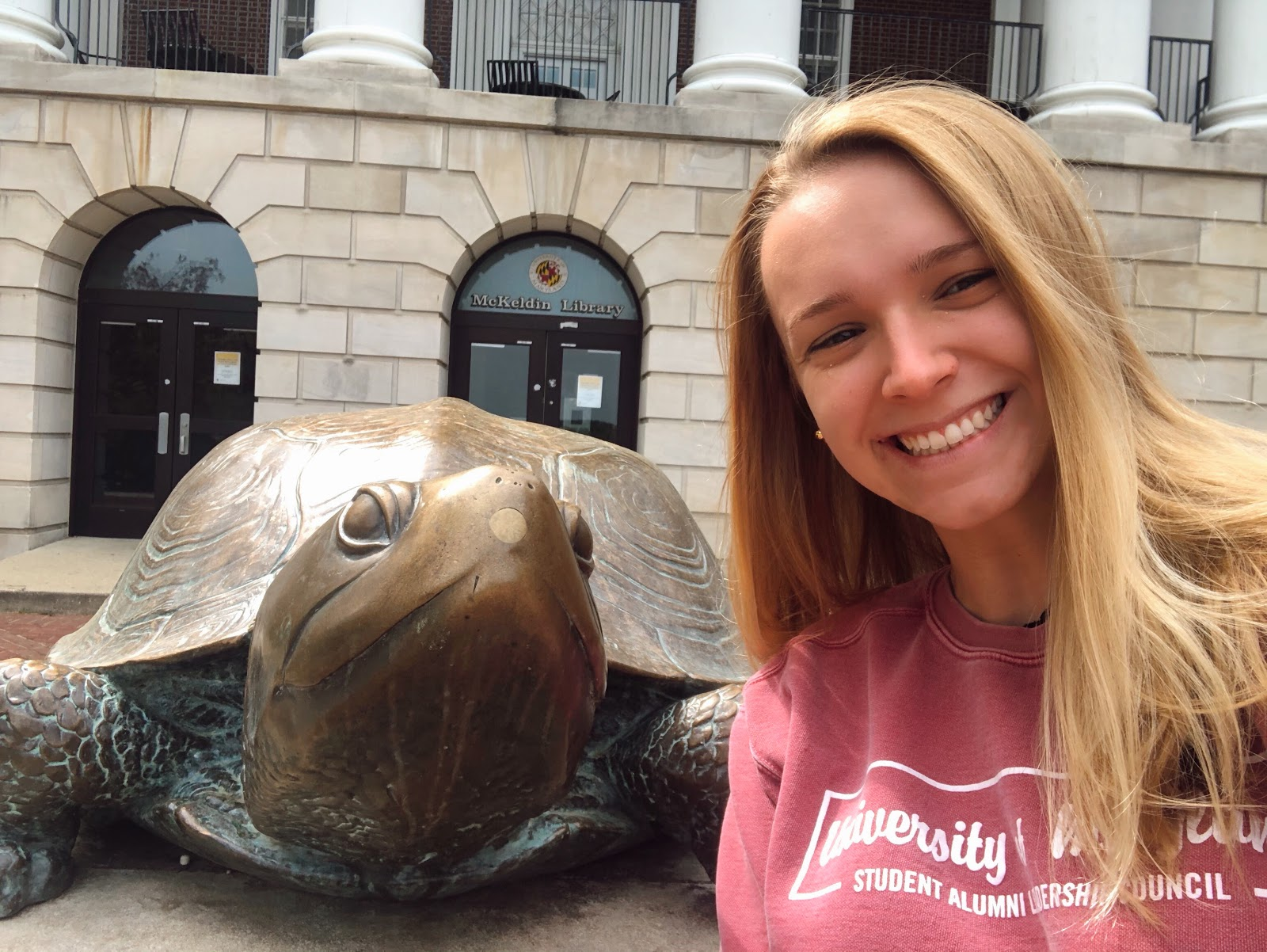 Julia Hall '20 with Testudo in from of McKeldin Library.